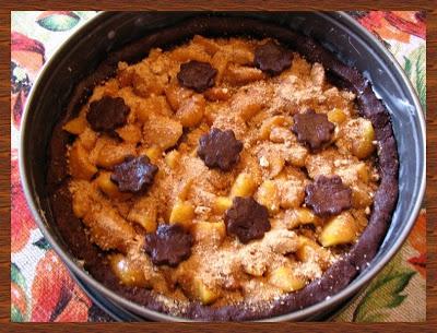 crostata al cacao, pesche e amaretto