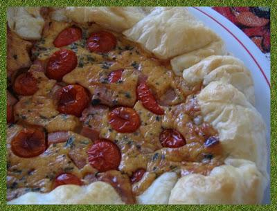 torta salata in rosso
