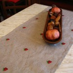 Centrotavola con fragoline ricamate
