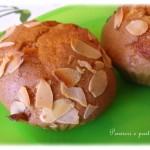 Piccoli cake alle mandorle e all'olio d'oliva