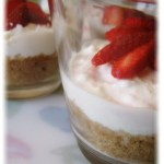 Piccoli cheesecake light nel bicchiere