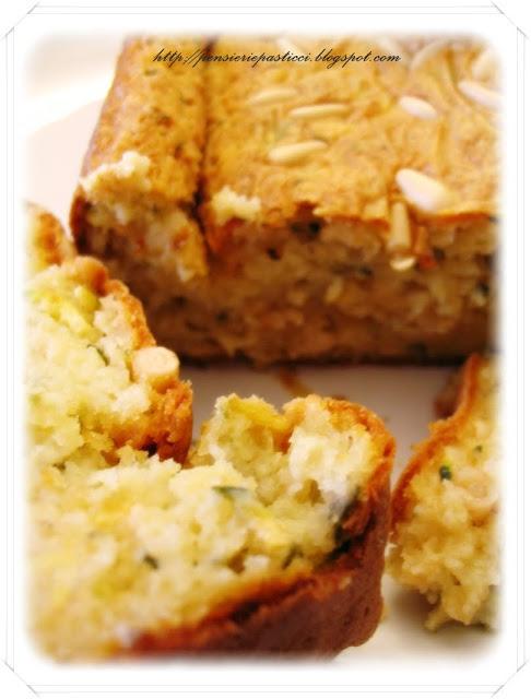 cake salato zucchine stracchino e pinoli