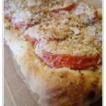 Crostata di pane salata ai pomodori