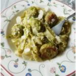 Pasta ricciolina alla crema di asparagi, scaglie di mandorla e polpettine