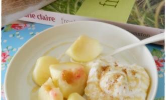 Ricotta alla cannella con pesche tabacchiere, yogurth e miele