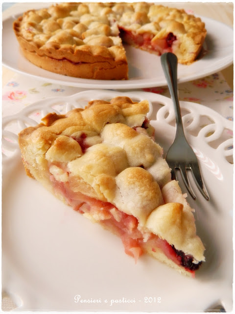 crostata di mele e more
