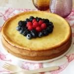 Cheesecake lime e cioccolato bianco, con un tocco di rosso