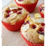 Muffins di mais, mandorle e ribes