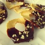 Chips di mela essiccata al cioccolato e nocciole