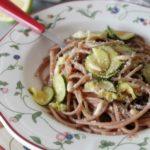 Spaghetti di farro alle zucchine e limone – ricetta di Csaba