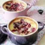 Gratin di ciliegie al formaggio fresco e latte di mandorla