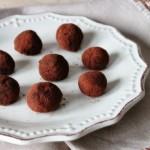 Fai la cena giusta….per finire in bellezza, tartufini fondenti al cacao e noci brasiliane