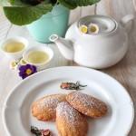 Madeleines al tè con panna cotta