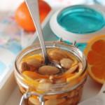 Vasetti di mandorle al miele, profumate all'arancia