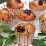 Muffins al farro, bevanda ai tre cereali e ciliegie