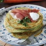 Pancakes salati con ciuffi di carota e yogurt, ricetta di Taste & More