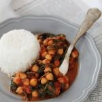 Ceci e spinacini al pomodoro, profumati all'orientale – ricetta vegana