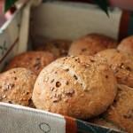 Piccoli panini semi-integrali al latte di soia e semi di lino