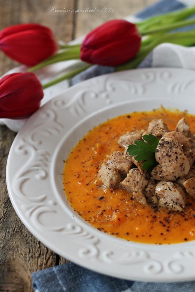 Bocconcini di pollo al tè Chai e fava tonka su vellutata di carote e zucca