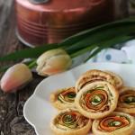 Mini quiches salate con carote e zucchine novelle, profumate al timo
