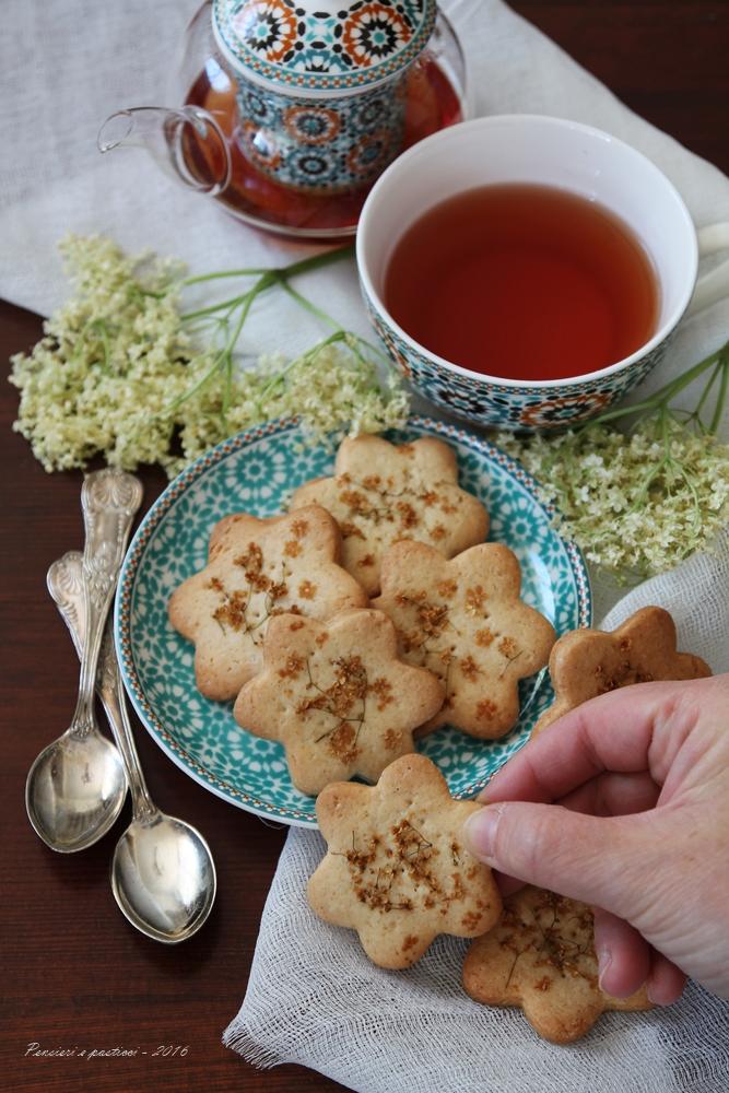Biscotti di frolla vegana al sambuco 3