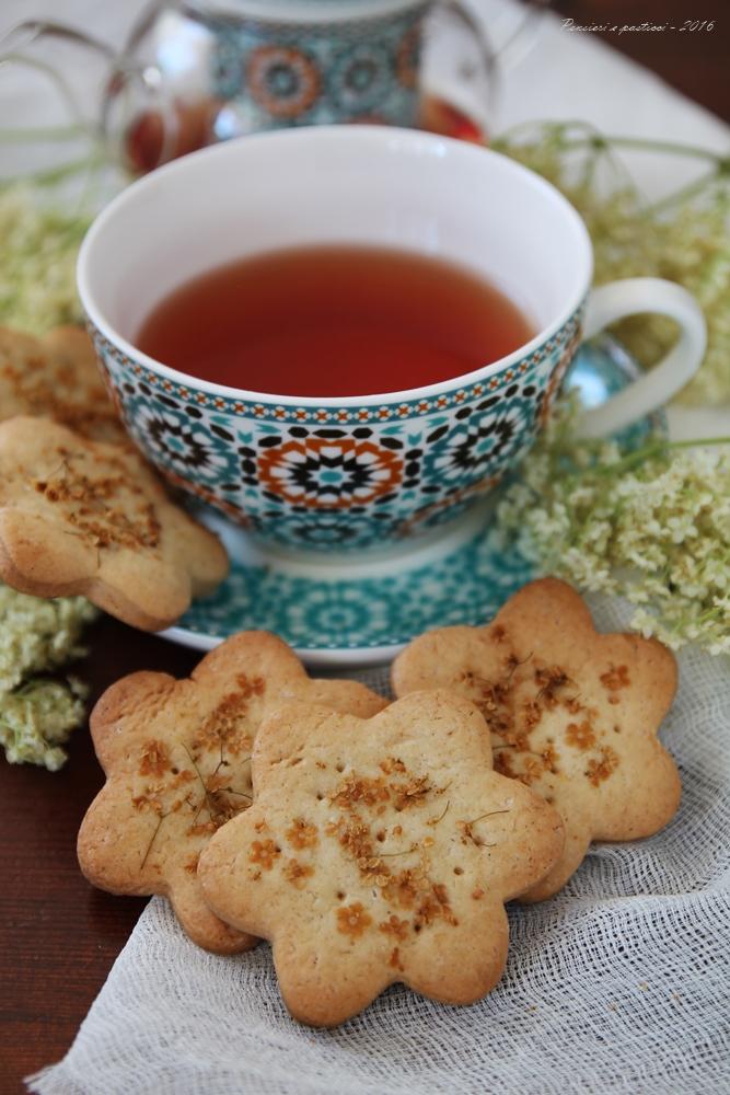 Biscotti di frolla vegana al sambuco 4