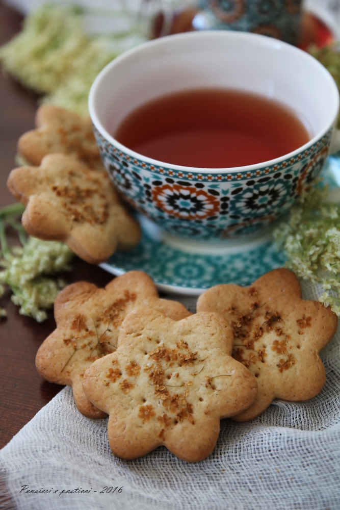 Biscotti di frolla vegana al sambuco 5