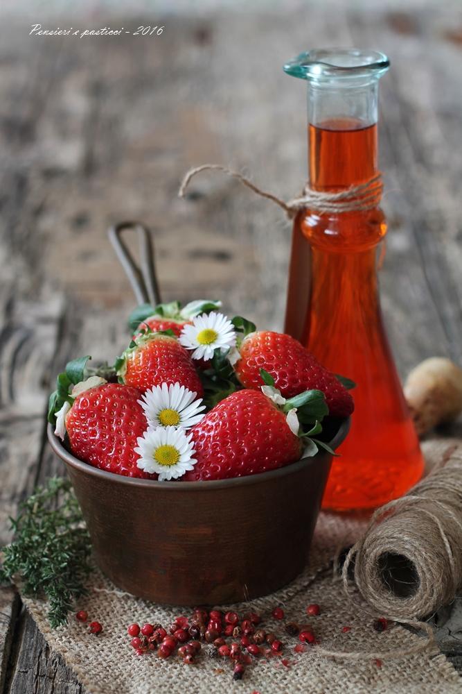 aceto aromatizzato alle fragole timo e pepe rosa 1