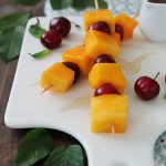 In cucina con il tè: maggio, dolci spiedini di frutta allo sciroppo di tè