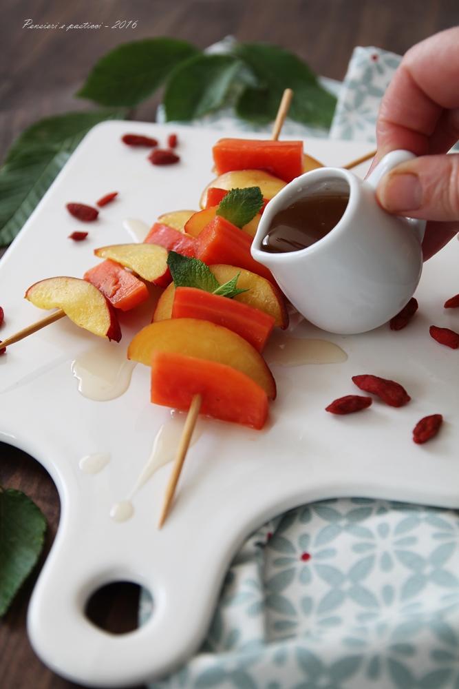 spiedino di papaia e pesca con sciroppo al tè 4