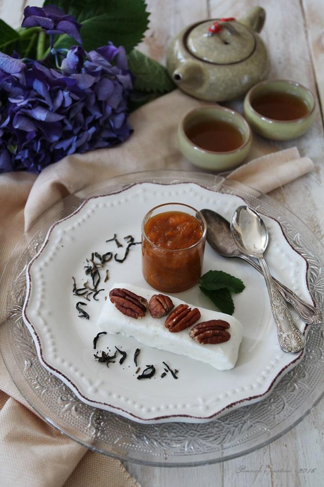 semifreddo allo yogurth greco con composta di albicocche e tè red mao feng 3