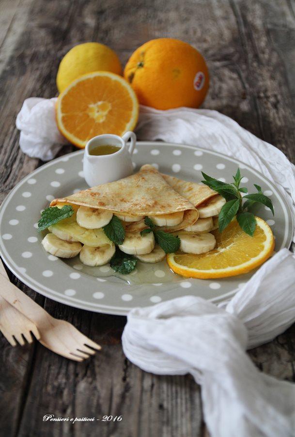 crepes di avena alla frutta fresca e sciroppo all'arancia, menta ed erba limoncina 1