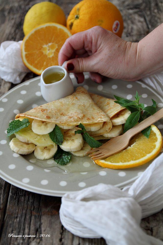 crepes di avena alla frutta fresca e sciroppo all'arancia, menta ed erba limoncina 3