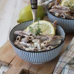 Penne di farro e fave in crema di limone e timo – ricetta vegan