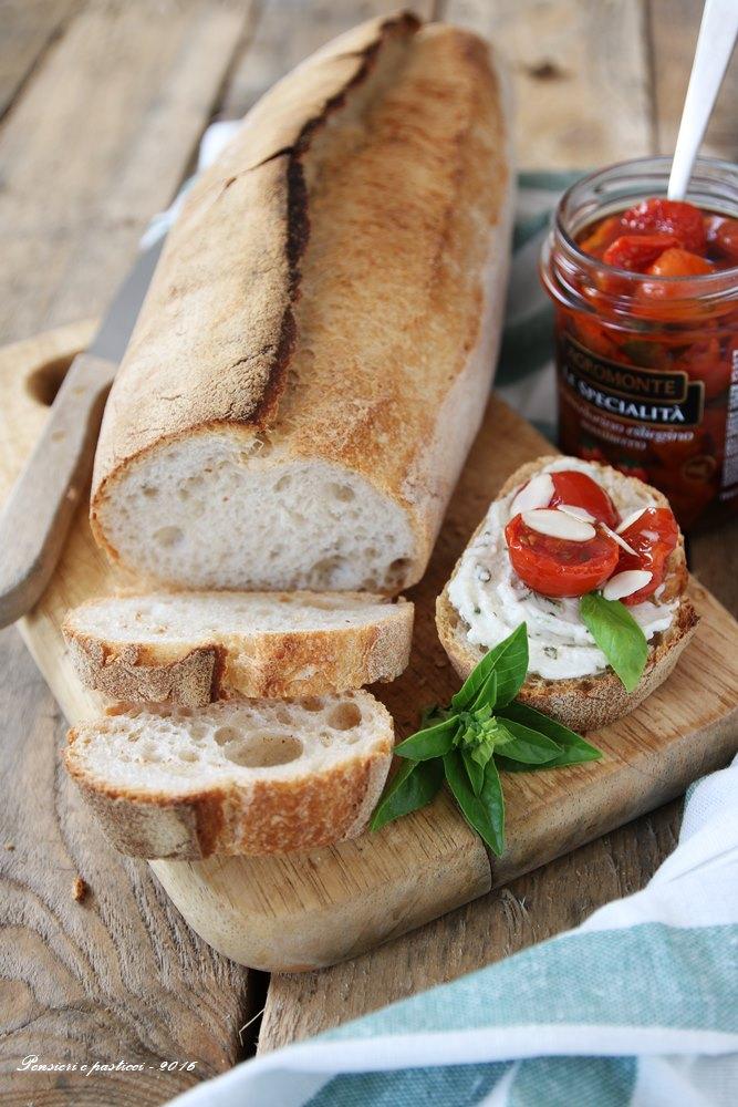 crostoni-alla-mousse-di-burrata-basilico-e-ciliegini-5