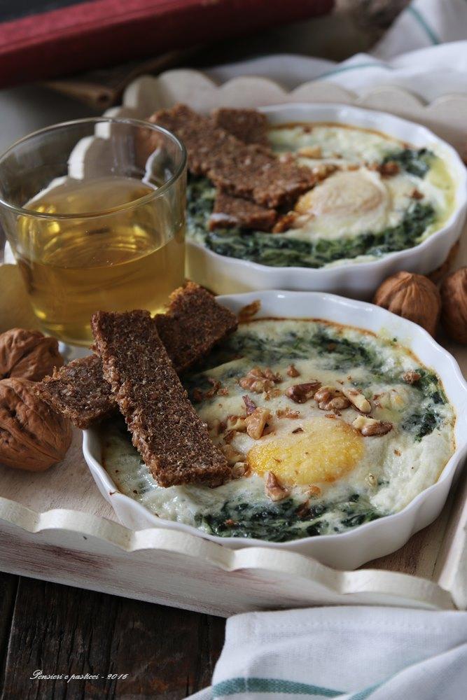 cocotte-di-spinacini-cremosi-e-uova-al-forno-1