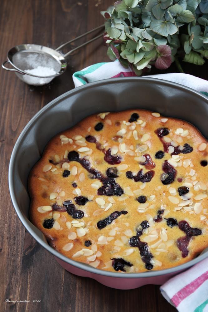 torta-allo-yogurt-con-mandorle-limone-e-mirtilli-1
