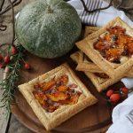 Tartellette di sfoglia alla zucca, speck, pecorino e rosmarino