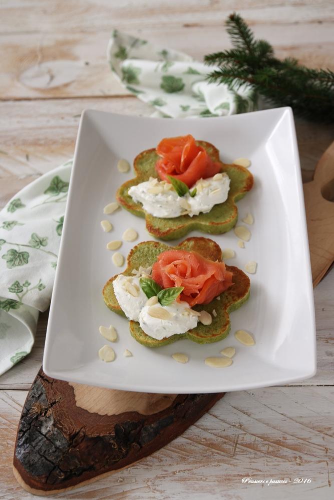 pancake-salati-alla-farina-di-piselli-salmone-e-crema-di-formaggio-1592