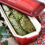 Cake salato agli spinaci, prosciutto, pinoli e noce moscata