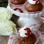 Cupcakes al succo di melagrana, ciliegia e bacche di goji
