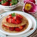 Pancakes di riso (gluten, eggs and lactose freee) con fragole e sciroppo d'acero