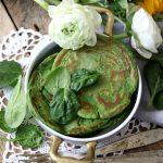Pancakes agli spinacini, con creme fraiche e mandorle per Seguilestagioni Aprile