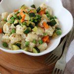 Gnocchi di kamut in crema aromatica e verdurine di stagione, vegan recipe