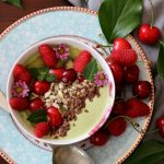 Matcha Smoothie bowl con frutta fresca