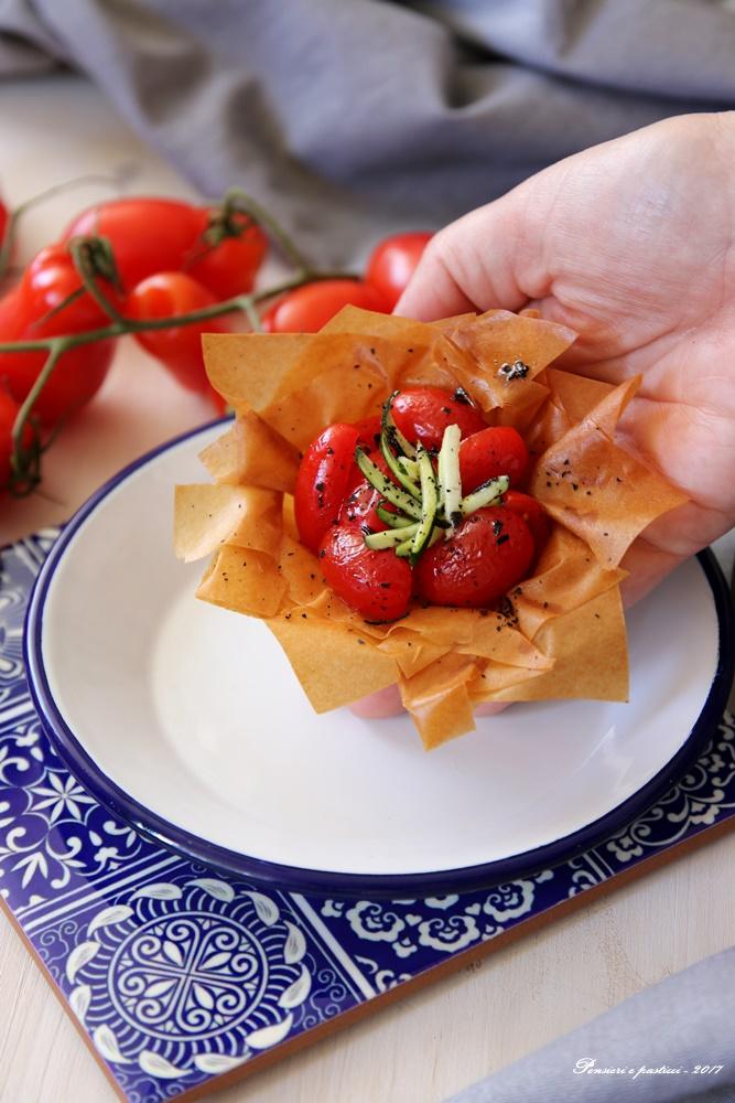 cestini croccanti con pomodorini e tè affumicato