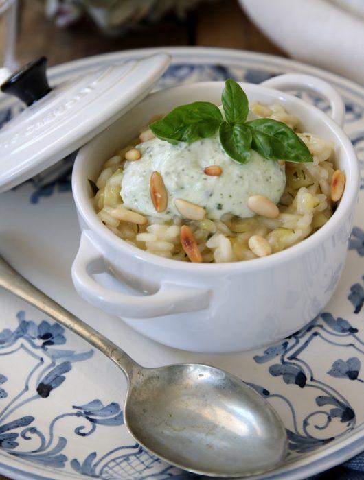 risotto alle zucchine con crema di ricotta e basilico