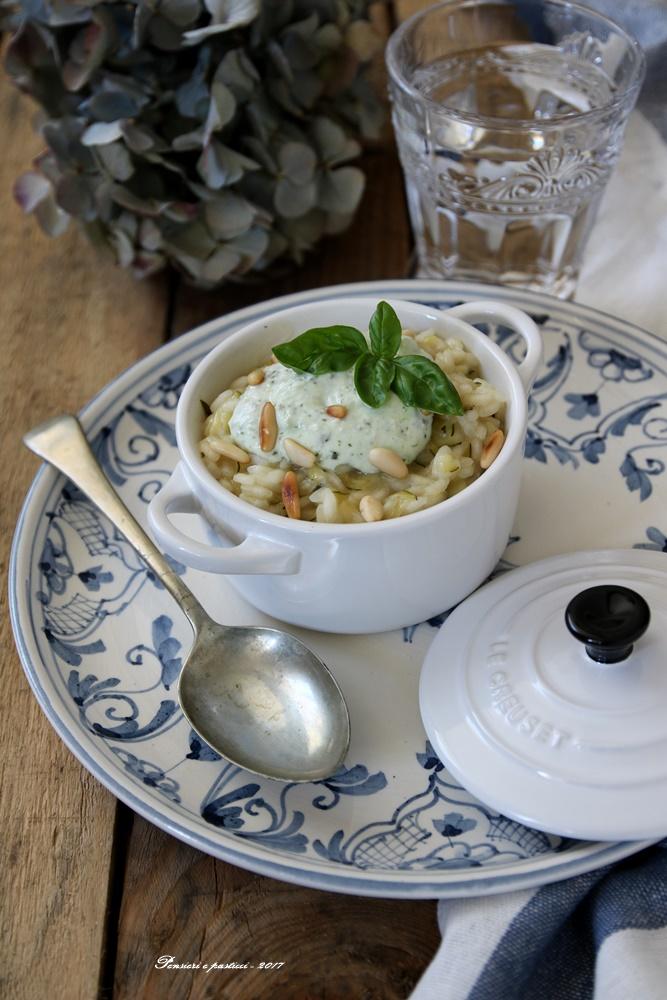 risotto alle zucchine, crema di ricotta basilico e pinoli