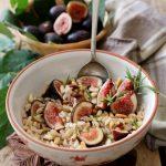 Cinque cereali in insalata, con gorgonzola, fichi e rosmarino