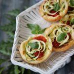 Tartellette tricolore zucchine e pomodorini